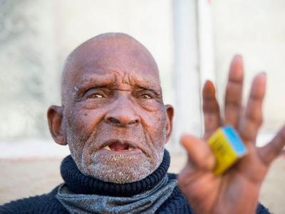 南非最长寿男子瑞弗雷迪·布洛姆去世,终年116岁