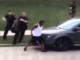残忍!美国威斯康星州基诺沙市警察向非裔男子连开数枪