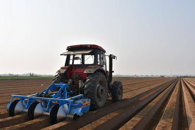 种地用上了北斗导航!平度发展智能农机装备助力智慧农业发展