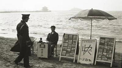 """三十年前的""""网红打卡地""""——栈桥海滨"""