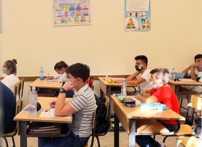 阿尔巴尼亚中小学新学年开学