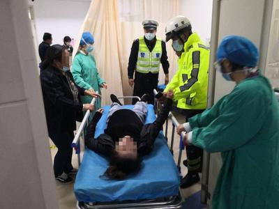 怀孕七个月孕妇遭遇车祸,宫缩严重喘不动气,城阳、李沧交警接力护送