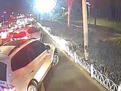 晚高峰的路上响起救护车的警报声,青岛百余辆私家车共同做了这件事……