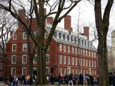多所大学大幅削减预算,预计疫情将使美国高校损失超千亿美元