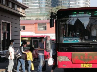 国内首条进站发车的城际公交线路5岁了!每天穿越胶州湾隧道,你坐过吗?