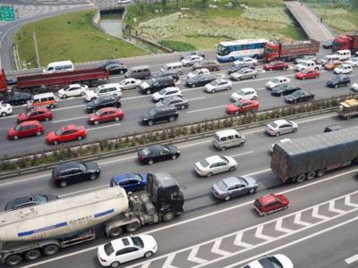受万象城及通勤影响,海门路万象北街交通压力大?青岛交警建议您这样出行!