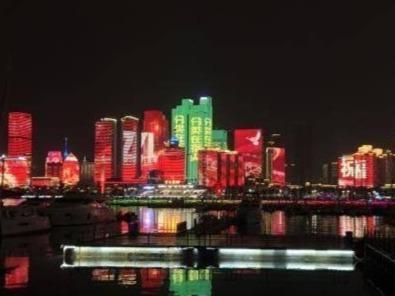 即日起青岛调整夜景亮化启闭时间,浮山湾灯光秀每周五、周六19时播放