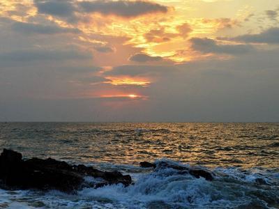 穿透云层,越过阴霾,青岛的日出你见过没