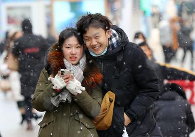 今冬首场寒潮来袭,下雪啦!