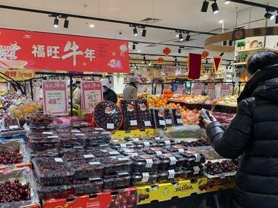 """青岛人每天吃60吨!""""贵族水果""""价格腰斩,价格较往年便宜一半"""
