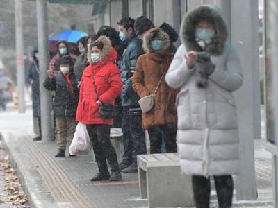 青岛市应急局:24小时部门联动应对寒潮天气,提醒市民减少出行及户外活动