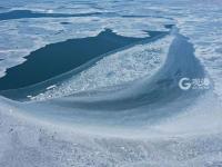 色调太治愈!冰封后的胶州湾宛如北极大片