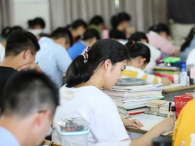 @高考生,夏季高考外语听力考试成绩明天上午10点公布