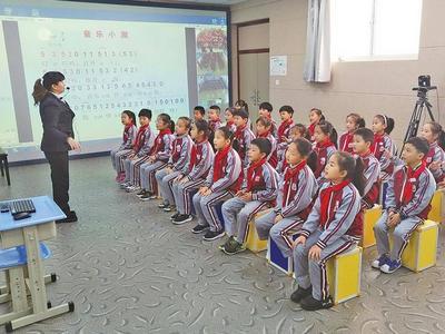 """青岛获评全国""""智慧教育示范区"""",全面实现信息技术与教育教学融合创新"""