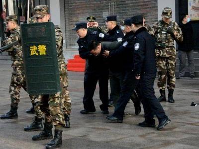 """台东步行街3名持刀""""歹徒""""伤害群众?原来是一场应急演练"""