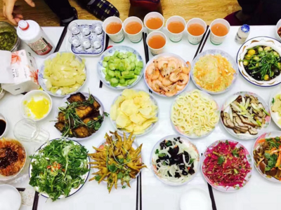 """就地过年如何影响青岛春节假期消费市场?线上半成品年夜饭成""""爆款"""""""