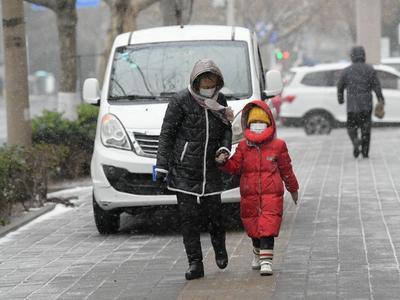 """@青岛人,别着急减衣!山东迎""""换季式""""降温,明后天还有雨雪"""