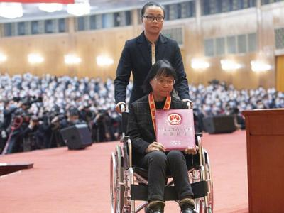 张桂梅获全国脱贫攻坚楷模荣誉称号,至今已帮助1800多名女孩走出大山