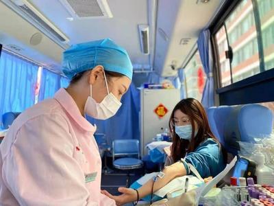 1252人撸袖献血40.09万毫升!青岛无偿献血进校园首站取得开门红