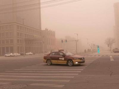 中央气象台继续发布沙尘暴蓝色预警:内蒙古、新疆等部分地区有沙尘暴