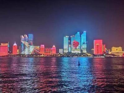 明起,青岛亮化设施调整为旅游旺季运行模式,浮山湾灯光秀每天播放2场