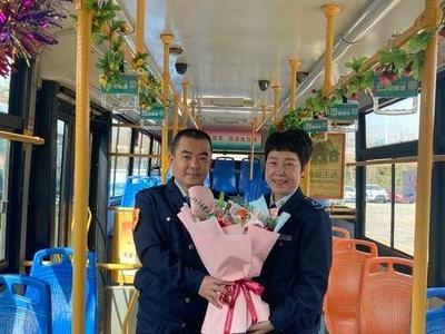 竹子庵脚下、公交车上……今年要退休的她,过了一个难忘的节日!
