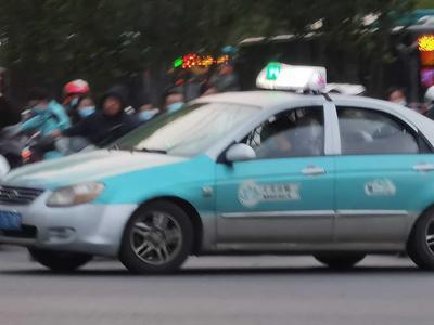 打车费堪比一线城市?济南市民质疑新能源出租车价格高,官方回应