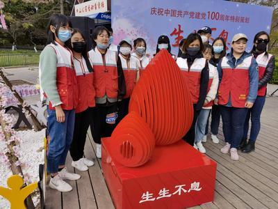 """青岛市无偿献血创意雕塑落成,""""生生不息""""落户中山公园"""