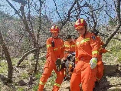 惊险!少年浮山踏青失足坠崖,青岛消防救援人员紧急出动