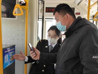 """服务怎么样,乘客说了算!青岛近百条线路车厢内有了""""即时评价系统"""""""