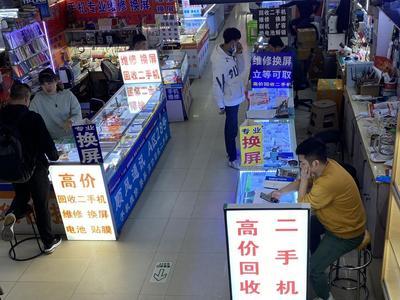"""探访青岛手机回收市场:""""退役""""手机堆成山,""""宁闲不卖""""为哪般?"""