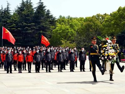 风从海上来 | 第三批赴上海专业实训队到上海龙华烈士陵园举行主题党日活动
