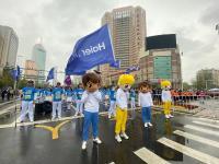 细雨中跑过最美街巷什么感觉?实拍2021青岛马拉松
