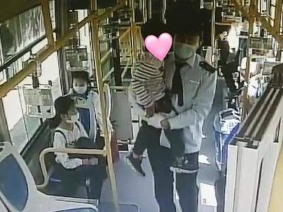 青岛5岁萌娃公交车内放声大哭,接下来的一幕很暖心……