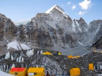尼泊尔珠峰大本营17人确诊新冠,有症状者不断增加