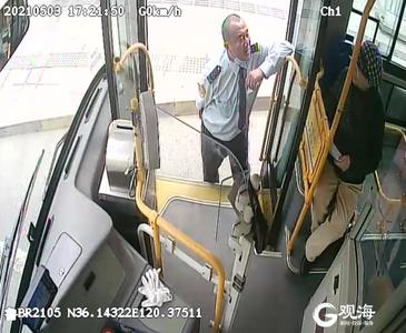 """青岛八旬老人""""逼停""""一辆公交车25分钟,背后的故事是……"""