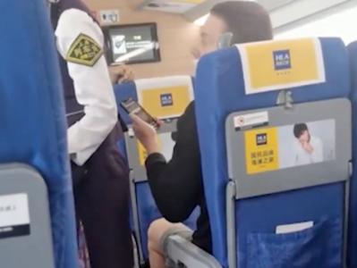 外籍旅客不戴口罩遭邻座阿姨怒怼,铁路部门回应