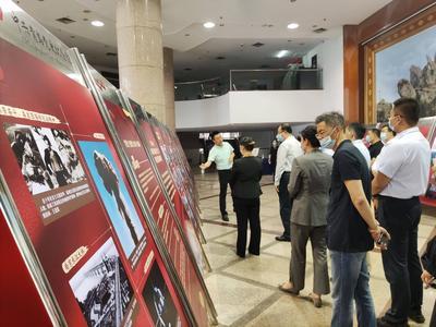 """""""伟大历程——庆祝中国共产党成立100周年图片展""""开展,展期6天"""