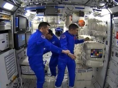 太空上有中国餐厅了!各国网友围观点赞中国航天成就