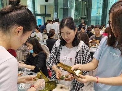 包粽子、颂诗词、志愿服务……青岛开展形式多样主题活动喜迎端午节