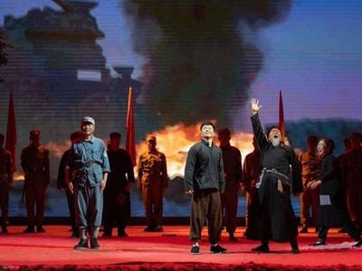 以抗战时期真实事件为背景,大型红色历史题材舞台剧《那年红旗那年雪》首演
