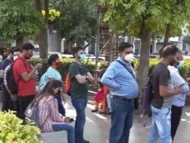 印度累计新冠确诊超3000万例,可能迎来第三波疫情