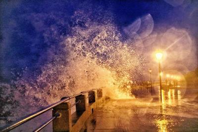 """""""烟花""""散去,夜观巨浪,堪比海洋大片!"""