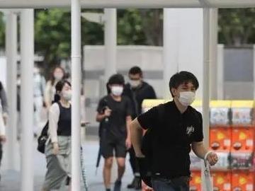 市疾控中心专家:市民要四小时更换一次医用口罩,保洁人员须佩戴乳胶防护手套