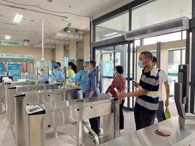 """陪诊、留号、上门护理……年底前青岛半数医疗机构将提供""""老年友善""""服务!"""