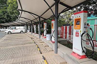 燃油车停放公共充电桩20分钟被罚款,诉至法院被驳回