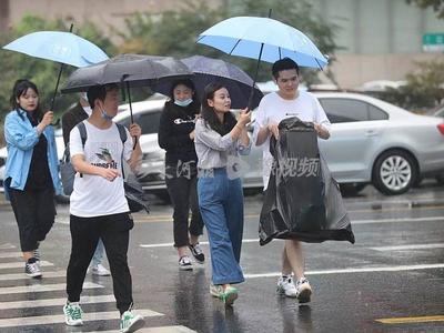 雨在路上!山东再发暴雨蓝色预警,青岛今天中到大雨局部暴雨